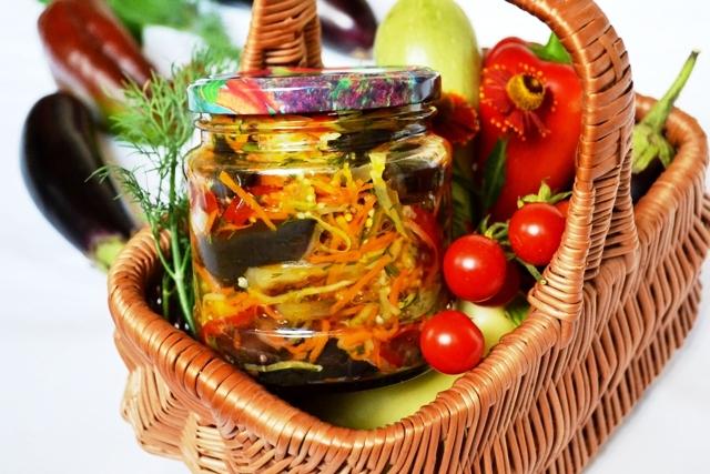 фото готового салата из баклажан с кабачками