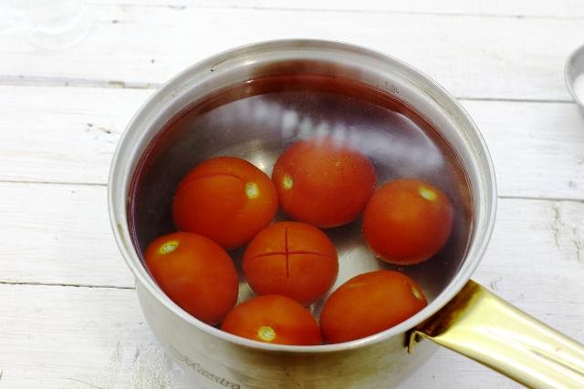 фото помидоров перед снятием кожицы и дальнейшей обработкой