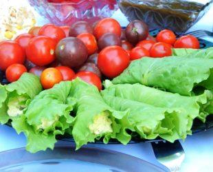Рулетики из листьев салата с сырной начинкой