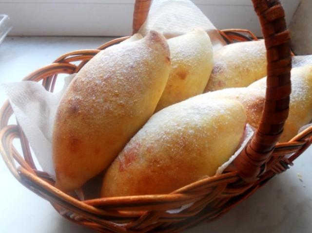 Пирожки из творожного теста с начинкой из слив