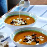 Тыквенный суп-пюре со сливками, морковью, козьим сыром и чесноком
