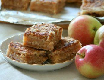 Насыпной яблочный пирог: простой рецепт без яиц и замеса теста