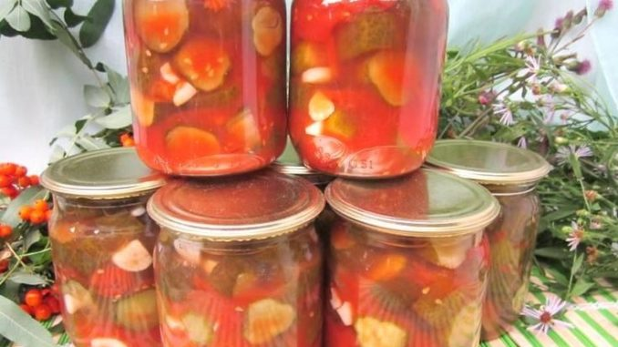 фото к рецепту резаных огурцов в помидорном соусе на зиму