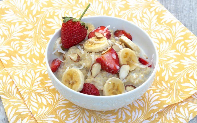 Овсянка с бананом на завтрак фото