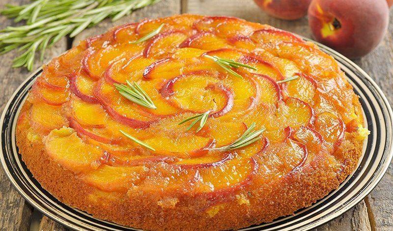 Пирог с персиками и лимоном фото