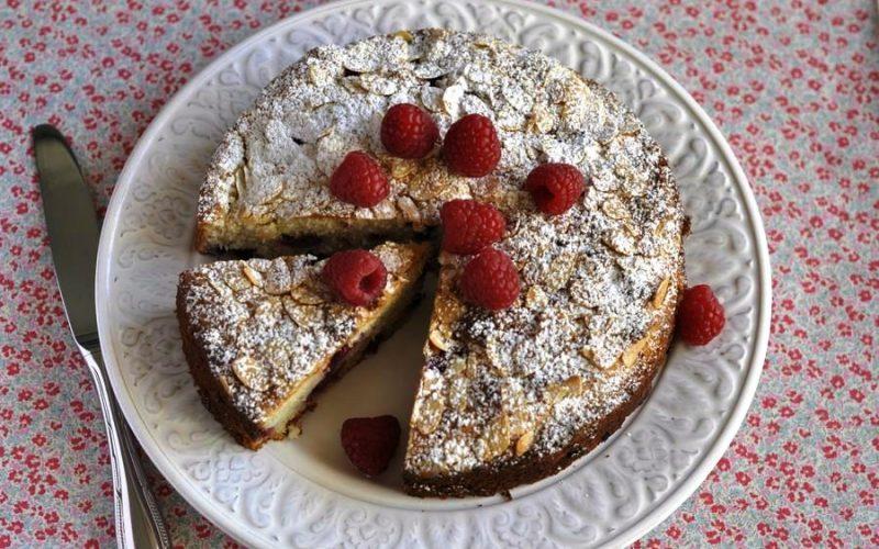 Пирог с замороженной малиной фото