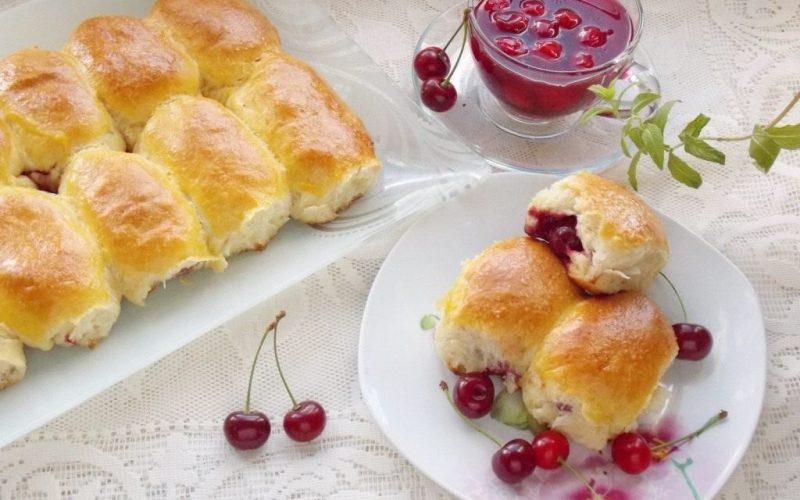 Пирожки с вишней в духовке фото