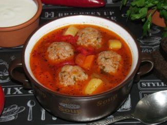 фото к рецепту супа с тефтелями и томатной пастой