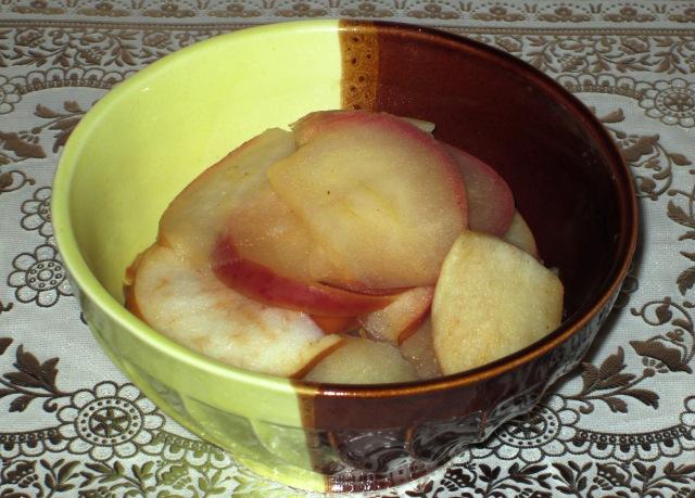 Тушеные яблоки в мультиварке итоговое фото