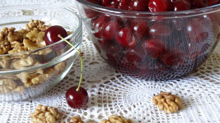 Варенье из вишни с грецкими орехами фото