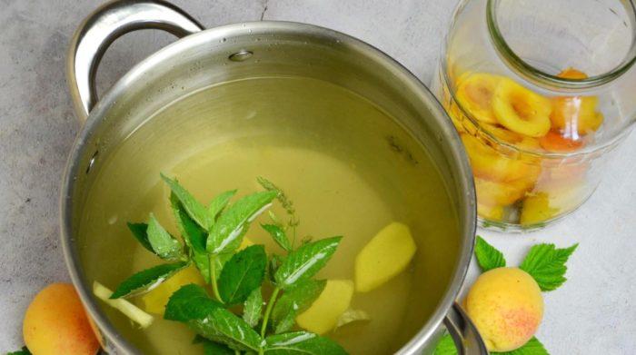 Варка сиропа для компота из абрикосов на зиму фото