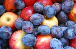 Яблоки и сливы для приготовления повидла