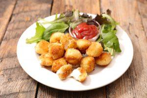 Жареные сырные шарики простые фото