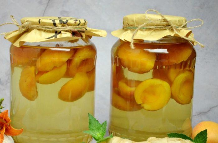 Закатываем абрикосовый компот с имбирем и мятой