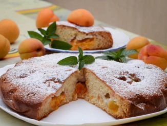 фото к рецепту заливного пирога с абрикосами на кефире