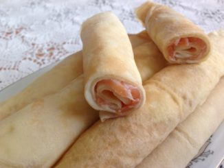 фото к рецепту блинов с семгой и плавленым сыром