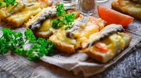 горячие бутерброды со шпротами на новый год фото