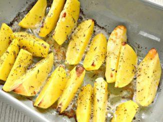 фото к рецепту картошки дольками в духовке с чесноком