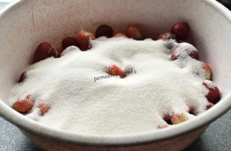 фото ягод клубники засыпанных сахаром