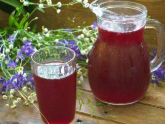 фото к рецепту компота из вишни с малиной и яблоками