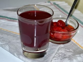 фото к рецепту клубничного компота на зиму