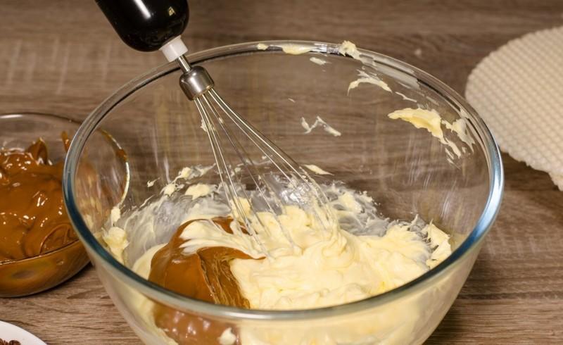 крем для торта с маслом и сгущенкой вареной фото