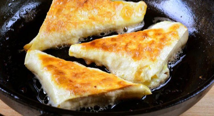 фото треугольных пирожков из лаваша на сковороде