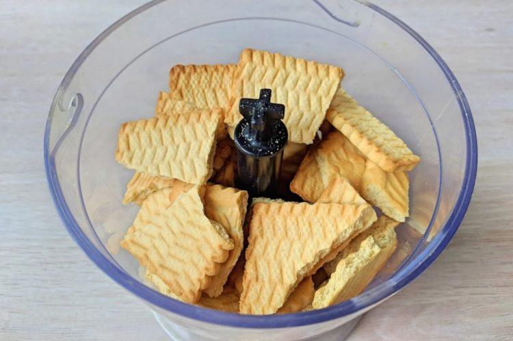фото обработки печенья для приготовления Муравейника без выпечки