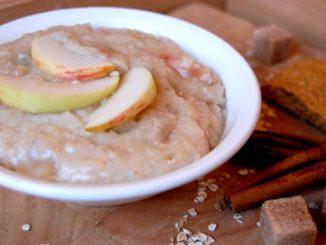 фото к рецепту овсяной каши на воде с яблоком и медом