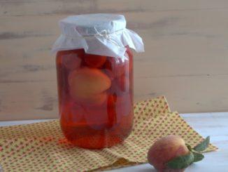 фото к рецепту компота на зиму из алычи и персиков