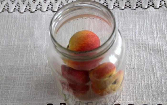 фото укладки персиков в литровой банке