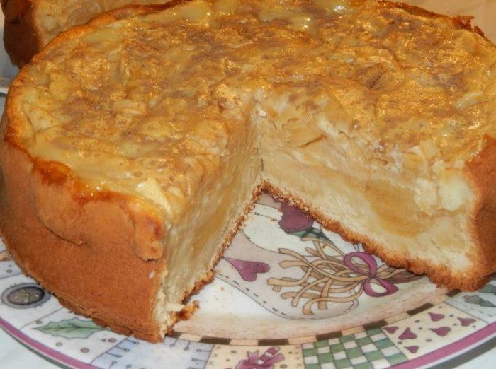 фото яблочного пирога со сметанной заливкой в разрезе