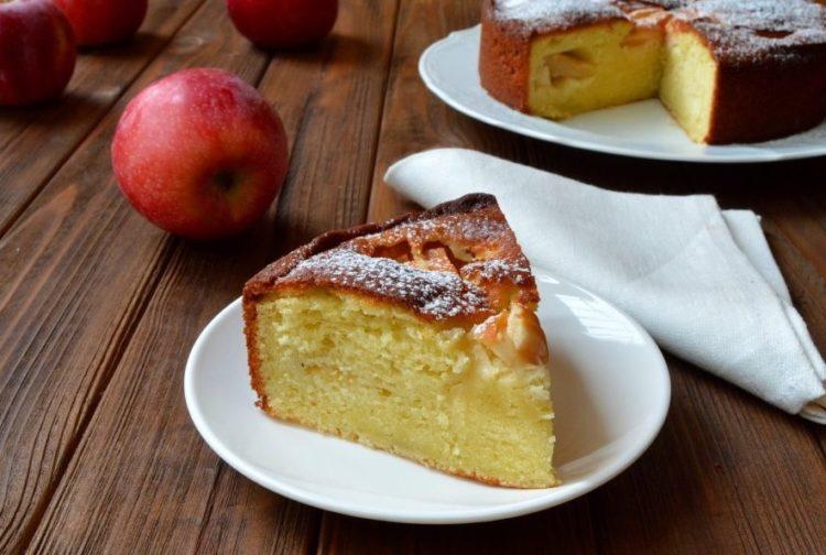 фото испеченного в домашних условиях творожно-яблочного пирога