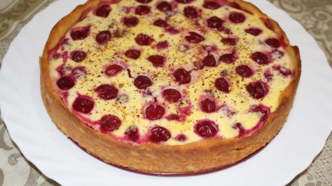 фото к рецепту творожного пирога с черешней