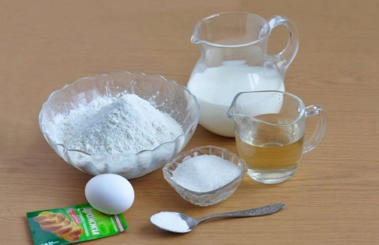 фото ингредиентов для жареных пирожков со сливами из дрожжевого теста