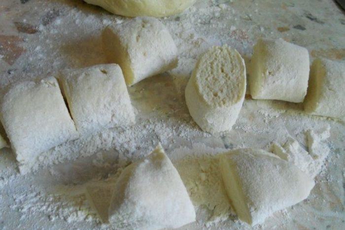 заготовки из теста для творожных пирожков