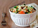 Салат с курицей, морковью и огурцами