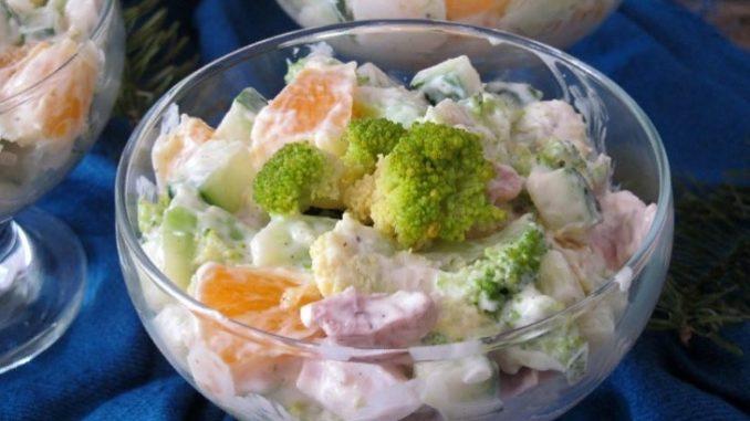 фото к рецепту салата с брокколи, апельсином и куриным филе