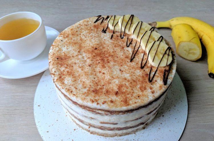 фото готового торта из банановых коржей и сметанного крема