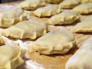 Вареники с картофелем и брынзой: рецепт вкусного ужина с фото