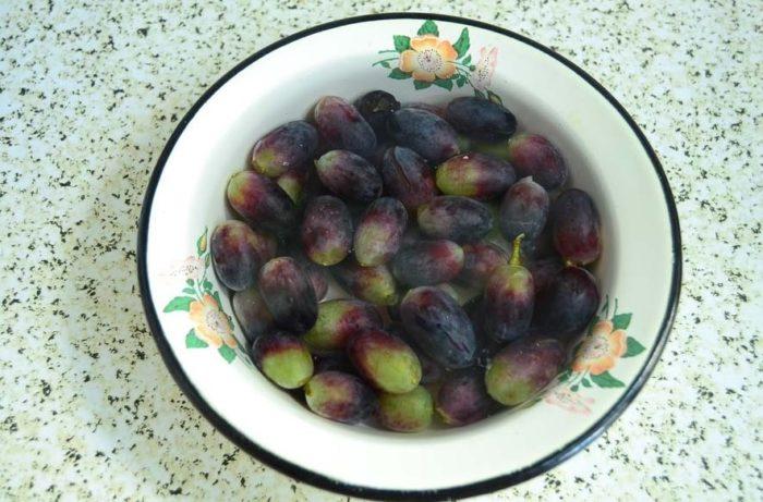 фото ягод винограда для заготовки в ванильном сиропе