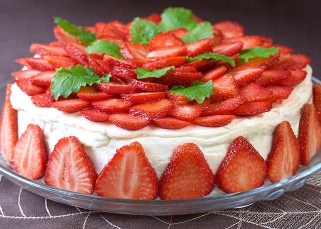 йогуртовій торт с клубникой очень вкусный фото